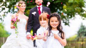 Hochzeit mit Kindern? Planen Sie die Kleinen am besten direkt in den Hochzeitsvorbereitungen ein. (Foto: © Kzenon / Dollar Photo Club)